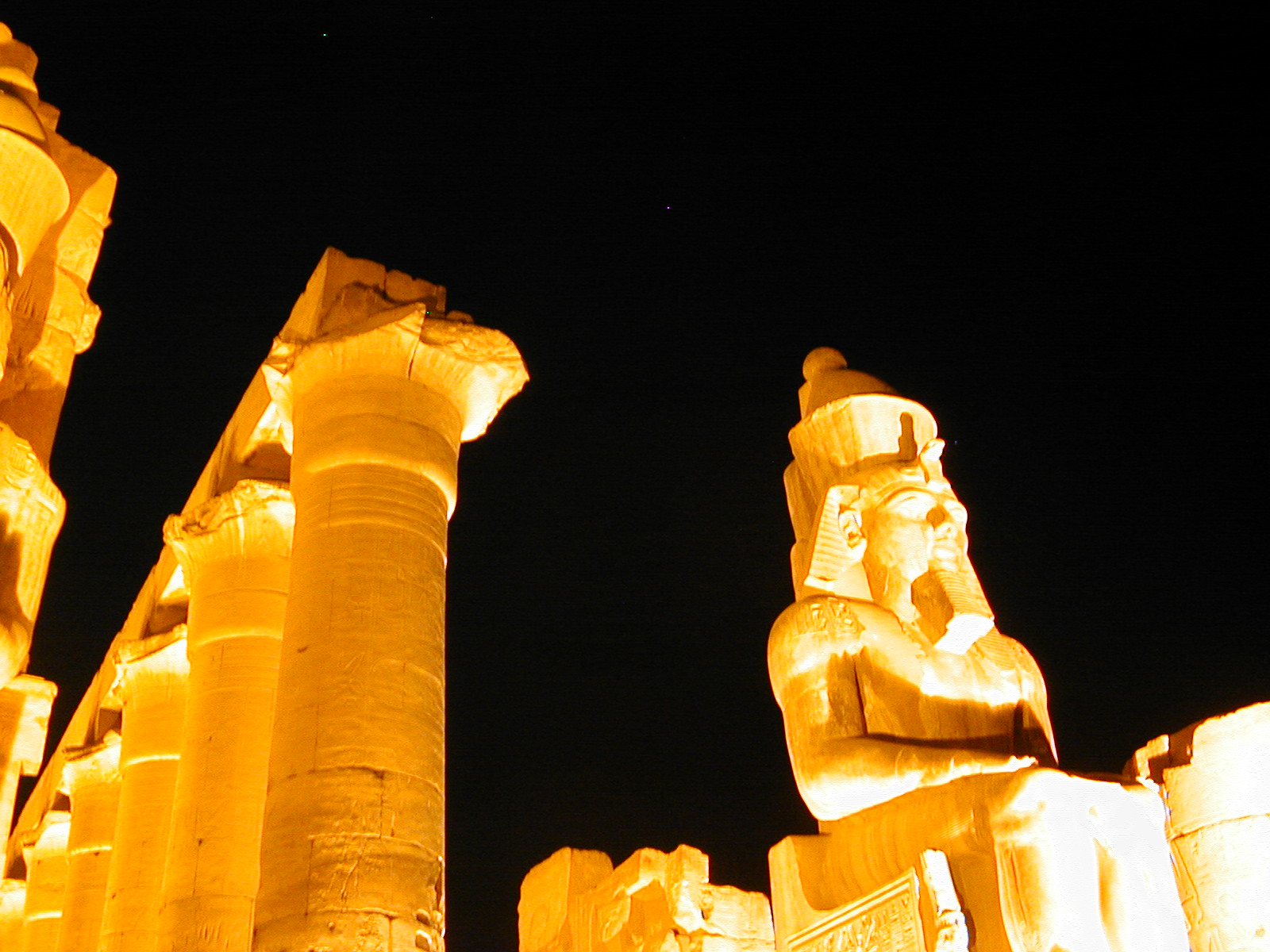 Luxor_Temple_at_night_mf_112902