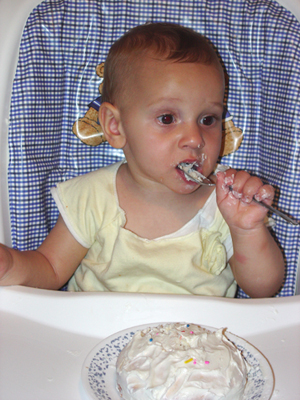 Kaitlyn_eating_cake
